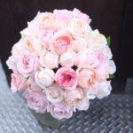 ピンク カップ咲きバラのブライダルブーケ