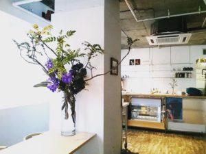 茶月斎への生け込み装花