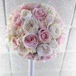 白×淡ピンク バラのラウンドブーケ