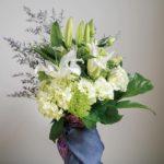 お盆 花瓶付きの花束