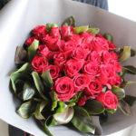 プロポーズ 赤バラの花束