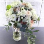 白小花のナチュラルクラッチブーケ