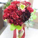 赤いバラのクラッチブーケ