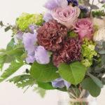 母の日 紫のバラとスウィートピーの花束