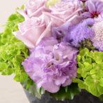 母の日 いつも時代に敏感な母への紫のアレンジメント